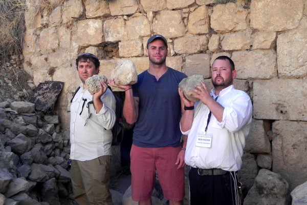 Every rock removed by guests of the Jerusalem Heritage House counts! Removing rocks from the excavation of an ancient Synagogue by The Jerusalem Heritage House.
