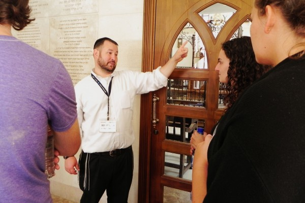 Rabbi Ben Packer, Director of the Heritage House points to the rebuilt Synogogue in the Muslim Quarter to Jerusalem Heritage House Guests.