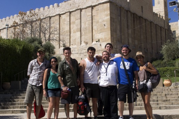 Group in front of the Cave of the Patriarchs — ‎with Andrés Lozano, Anahina Azar, Gabriel Gallina Palchik, Ben Packer, Sam Goodman, Meir Morozov and Luciana Rozenberg at ‎חברון‎.‎