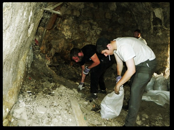 Jerusalem Heritage House guests Dig out an ancient synagogue