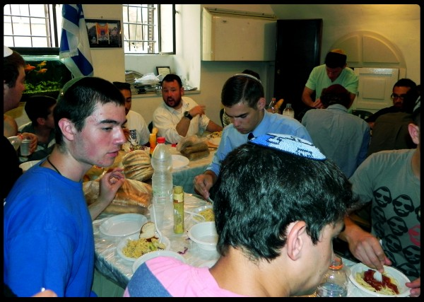 all the Guests of the Jerusalem Heritage House enjoy this meal going into one of the holiest days of the year. Rabbi Packer Director of the Jerusalem Heritage House gave some words of Torah, and everyone at the Jerusalem Heritage House had a great experience. to sponsor a Holiday Meal go to www.heritagehouse.org.il/donate
