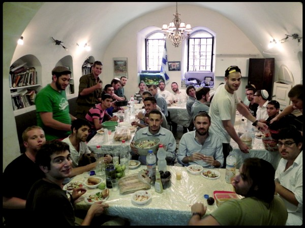 everyone look this way ok now smile, Jerusalem Heritage House guests enjoy a feast right before Yom Kipur!