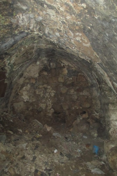the Jerusalem Heritage House's Task is to remove all that dirt and debris