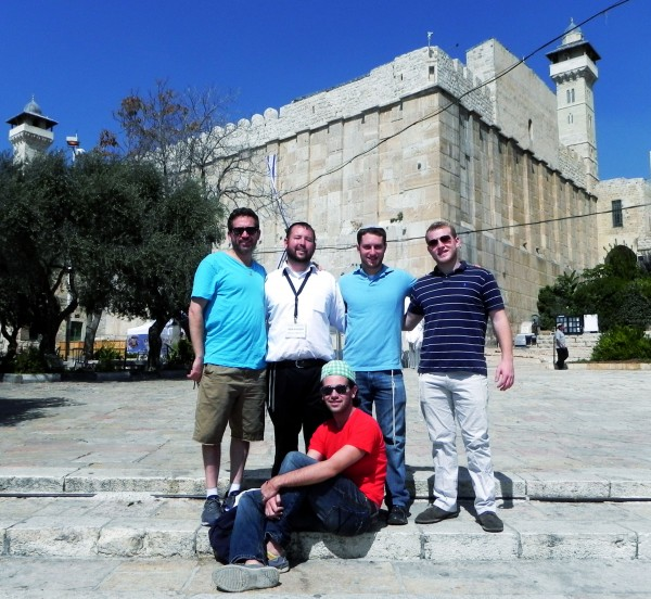 Rabbi Ben Packer Director of the Jerusalem Heritage House and guests from the Jerusalem Heritage House, in front of the Tomb of the Patriarchs