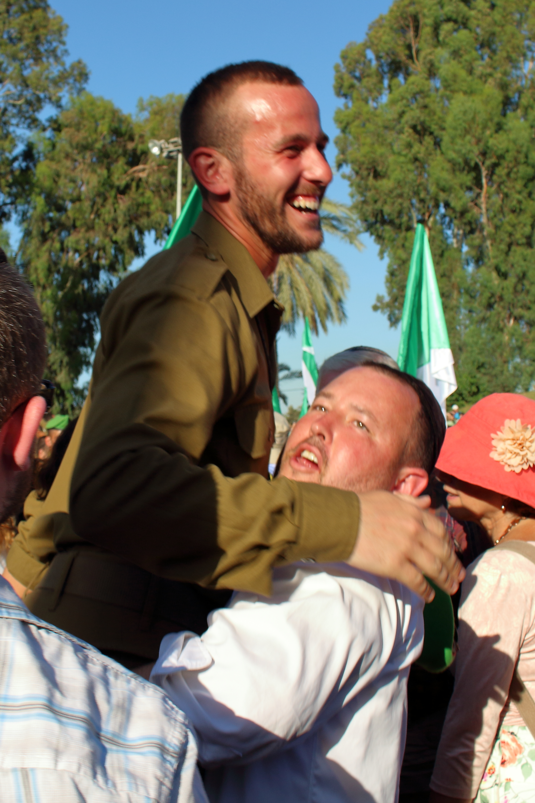 Mazel tov to Shlomo Benjamin upon receiving the green beret of the Nachal Brigade!