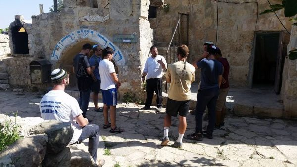 Explanation of the Graves of Ruth and Yishai.
